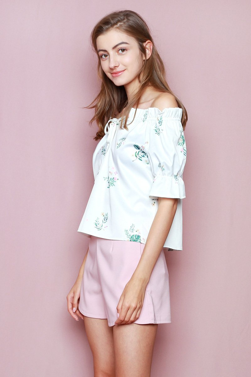 Hello Kitty Off-Shoulder Top Ivory